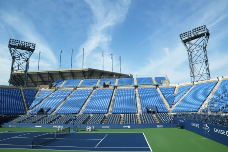 FLUSHING, NY - AUGUST 19  Luis Armstrong Stadium at the Billie Jean King National Tennis Center ready for US Open tournament on August 19, 2013 in Flushing, NY 新聞圖片