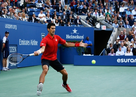finalistin: Flushing, NY - 9. September 2013 US Open Finalist Novak Djokovic w�hrend seiner letzten Partie gegen Champion Rafael Nadal an Billie Jean King National Tennis Center am 9. September 2013 in Flushing, NY Editorial