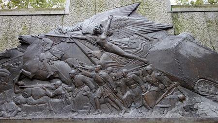 seconda guerra mondiale: Vichy, Francia-8 ott War Memorial dettaglio presso la Piazza de Generale Leclercin a Vichy il 8 ottobre 2013 Questo grande monumento commemora gli abitanti di Vichy che sono morti nella Prima e Seconda Guerra Mondiale