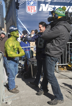 seahawks: NUEVA YORK - 30 de enero no identificado fan Seattle Seahawks durante la entrevista en Broadway durante el Super Bowl XLVIII semana en Manhattan el 30 de enero 2014