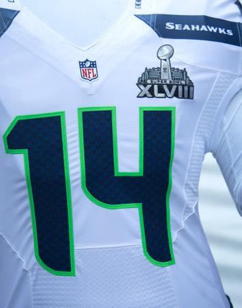 seahawks: NUEVA YORK - ENERO uniforme 30 del equipo de Seattle Seahawks con el logotipo del Super Bowl XLVIII presentado durante el Super Bowl XLVIII semana en Manhattan el 30 de enero 2014