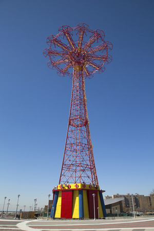 BROOKLYN, NEW YORK - MARCH 18  Parachute jump tower - famous Coney Island landmark in Brooklyn on March 18, 2014  It has been called the  Eiffel Tower of Brooklyn  Banco de Imagens - 27172015