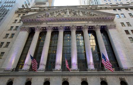 new york stock exchange: NEW YORK CITY - 12 aprile il New York Stock Exchange il 12 aprile 2014 a New York E 'il pi� grande scambio al mondo per capitalizzazione di mercato Editoriali