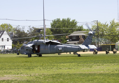 countermeasures: FREEPORT, NEW YORK - MAY 25  MH-60S helicopter from Helicopter Sea Combat Squadron Five with US Navy EOD team landing for mine countermeasures demonstration during Fleet Week 2014 in Long Island on May 25, 2014 Editorial
