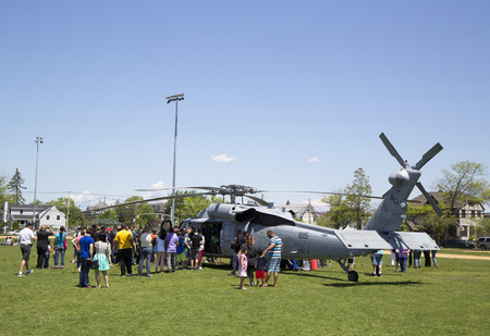 countermeasures: FREEPORT, NEW YORK - MAY 25  Numerous spectators around MH-60S helicopter from Helicopter Sea Combat Squadron Five during Fleet Week 2014 on May 25, 2014 in Long Island