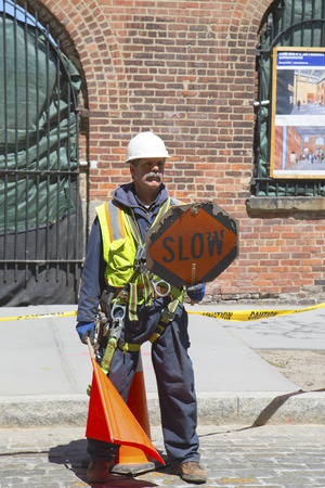 BROOKLYN, NEW YORK - APRIL 24  Construction worker regulates traffic in Brooklyn on April 24, 2014   Banco de Imagens - 28724125
