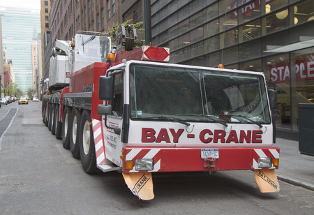 NEW YORK - APRIL 27  Bay Crane on April 27, 2014 in New York  Bay Crane is the leader in specialized transportation and logistics planning for the implementation of heavy hauling solutions in New York Sajtókép