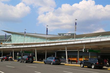 jetblue: NEW YORK 10 luglio JetBlue Terminal 5 a John F Kennedy International Airport di New York il 10 luglio 2014 JFK � uno dei pi� grandi aeroporti del mondo con 4 piste e 8 terminali Editoriali
