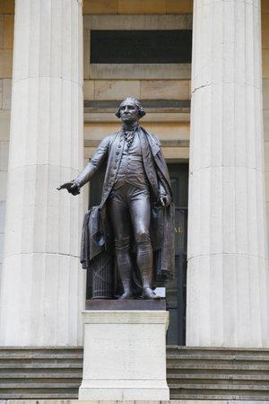 federal hall: NEW YORK - JULY 17  George Washington Statue in the front of Federal Hall in New York City on July 17, 2014