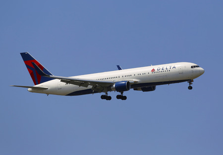 airborne vehicle: NEW YORK - JULY 10  Delta Airlines Boeing 737 in New York sky before landing at JFK Airport on July 10, 2014  Delta Air Lines and its subsidiaries operate over 5000 flights every day Editorial