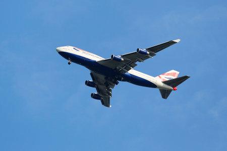 747 400: NEW YORK - 20 luglio British Airways Boeing 747-400 nel cielo di New York prima di atterrare all'aeroporto JFK il 20 luglio 2014