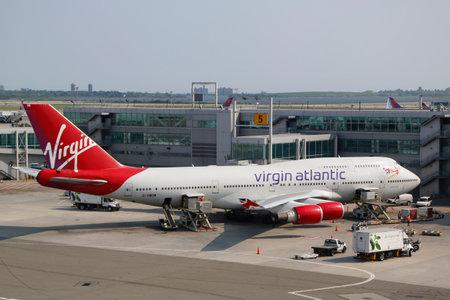 boeing 747: NEW YORK - 22 luglio Virgin Atlantic Boeing 747 al cancello presso il Terminal 4 all'aeroporto JFK di NY il 22 Luglio, 2014