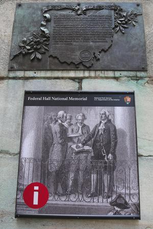 president???s: NEW YORK - 17 luglio Segni at Federal Hall National Memorial a Manhattan il 17 luglio 2014 Federal Hall � stato il sito di inaugurazione George Washington s come il primo Presidente degli Stati Uniti