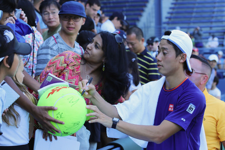 NEW YORK - AUGUST 24 Professional tennis player Kei Nishikori signing autographs after practice for US Open 2014 at Billie Jean King National Tennis Center on August 24, 2014 in New York 新聞圖片