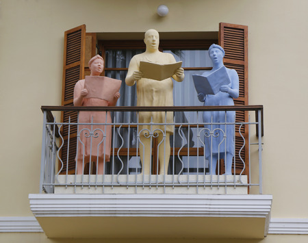 zionism: TEL AVIV, ISRAEL - NOVEMBER 25: Famous sculpture by Ofra Zimbalista of choral singers on the balcony at The Rothschild Hotel in Tel Aviv on November 25, 2014.