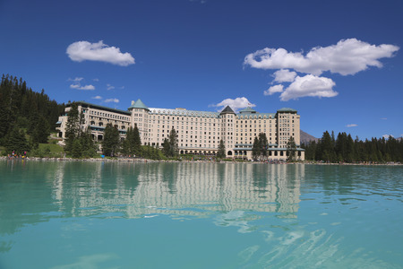 LAKE LOUISE, CANADA - JULY 27: View of the famous Fairmont Chateau Lake Louise Hotel on July 27, 2014. Lake Louise is the second most-visited destination in the Banff National Park Sajtókép