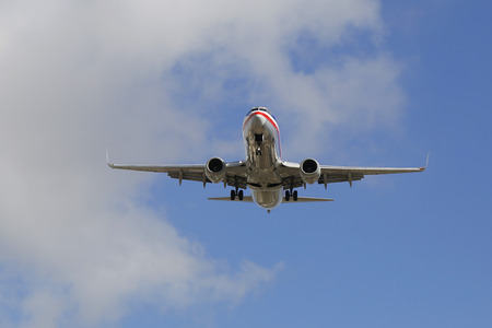american airlines: SAN DIEGO, CALIFORNIA - SEPTEMBER 27: American Airlines jet descending for landing San Diego International Airport on September 27, 2014. In 2013 the American Airlines fleet consists of 621 aircraft Editorial