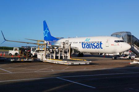 PUNTA CANA, République dominicaine 4 -Janvier 2015: Air Transat compagnies aériennes Boeing 737 à l'aéroport international de Punta Cana. Aéroport de Punta Cana est actuellement une destination pour 53 compagnies aériennes différentes Éditoriale