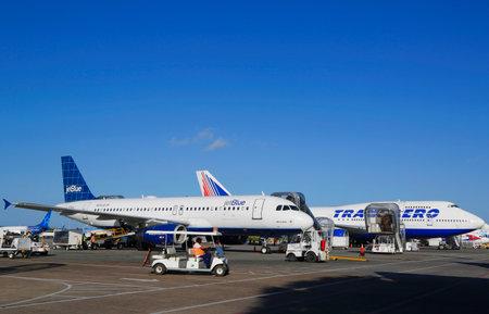 jetblue: PUNTA CANA, DOMINICAN REPUBLIC - DECEMBER 30, 2014: Jetblue Airlines Airbus 320 and Transaero Boeing 747 at Punta Cana International Airport.
