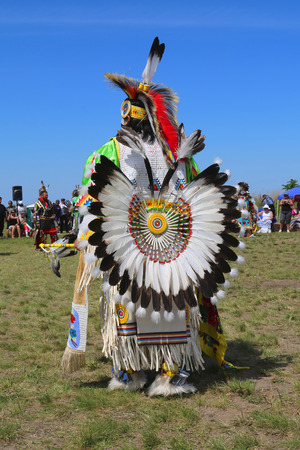 native american man: NEW YORK - JUNE 8, 2014: Unidentified male Native American dancer wears traditional Pow Wow dress with Dance Bustle during the NYC Pow Wow in Brooklyn Editorial