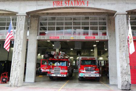 voiture de pompiers: SAN DIEGO, CALIFORNIE - 28 septembre 2014: San Diego Fire-Rescue Département Fire Station 1 à San Diego, en Californie. Fire Station 1 a été initialement ouvert en 1904