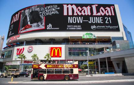 las vegas  nevada: LAS VEGAS, NEVADA - MAY 10, 2014: Big Bus Las Vegas Hop-On Hop-Off on Las Vegas Strip in Las Vegas