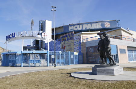 pee pee: BROOKLYN, NEW YORK - MARCH 19, 2015: Jackie Robinson and Pee Wee Reese Statue in Brooklyn in front of MCU ballpark Editorial