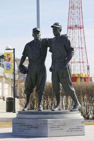 wee: BROOKLYN, NEW YORK - MARCH 19, 2015: Jackie Robinson and Pee Wee Reese Statue in Brooklyn in front of MCU ballpark Editorial