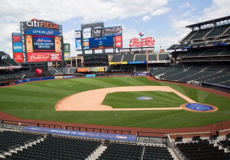 campo de beisbol: FLUSHING, NY - 18 de mayo 2014: el Citi Field, hogar del equipo de béisbol de la liga de los Mets de Nueva York. Este estadio fue inaugurado en 2009 en Flushing, Nueva York.