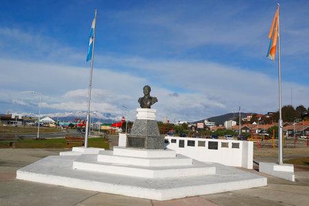 the liberator: USHUAIA ARGENTINA 2 Aprile 2015: Monumento al liberatore Jos� de San Martin a Ushuaia in Argentina.