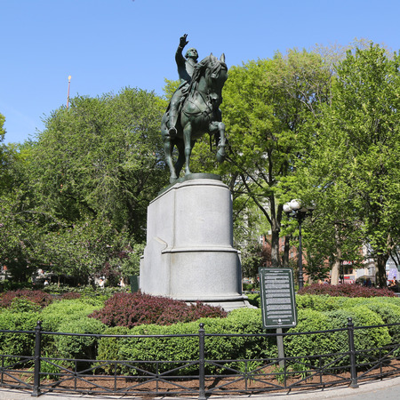 george washington statue: NEW YORK - MAY 7, 2015: General George Washington Equestrian Statue at Union Square in Manhattan
