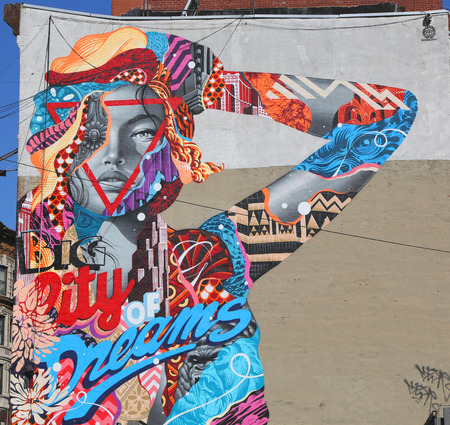 NEW YORK  MAY 14 2015: Mural art City of Dreams by Tristan Eaton in Little Italy 版權商用圖片 - 39885904