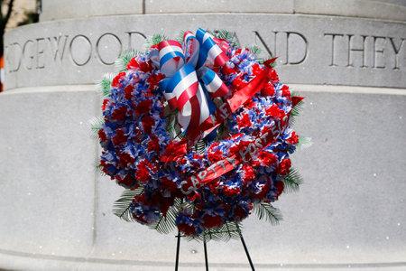 뉴욕 - 2014 년 6 월 1 일 : 뉴욕의 군사 기념관 화환