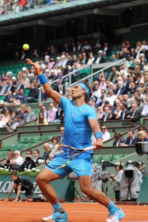 パリ フランス 5 月 28 日 2015:Fourteen 回パリの Roland Garros 2015 で第 2 ラウンドの試合中にアクションのグランド スラム チャンピオン Rafael Nadal フランス 報道画像