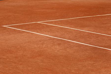赤土のテニスコート
