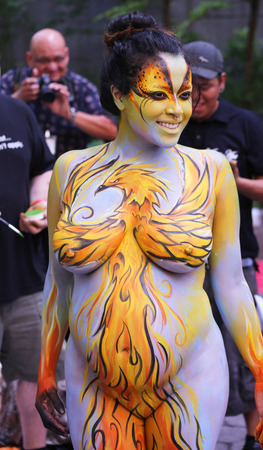NEW YORK - JULY 18, 2015: Pregnant model during second NYC Body Painting Day in midtown Manhattan featuring artist Andy Golub in New York.Artists paint 100 fully nude models of all shapes during event Éditoriale
