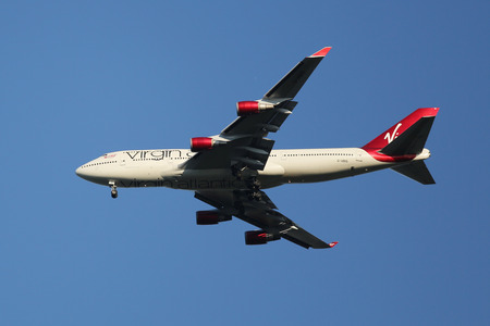 boeing 747: NEW YORK - 9 agosto 2015: Virgin Atlantic Airways Boeing 747 decrescente per lo sbarco all'aeroporto internazionale JFK di New York Editoriali