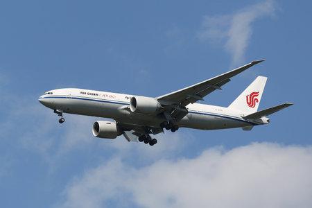 NEW YORK - AUGUST 13, 2015: Air China Cargo Boeing 777 descending for landing at JFK International Airport in New York Sajtókép