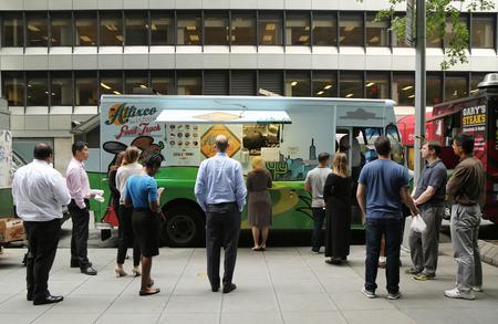 NEW YORK - JULY 9, 2015: Customers waiting for food  from Atlixco Mexican food truck in Midtown Manhattan. There are about 4,000 mobile food vendors licensed by the city Редакционное