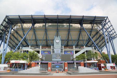 rey: NUEVA YORK - 25 DE AGOSTO, 2015: nuevo y mejorado el estadio Arthur Ashe en el Centro Nacional de Tenis Billie Jean King listo para el US Open torneo en Flushing, Nueva York