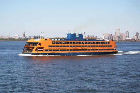 staten: NEW YORK - SEPTEMBER 24: Staten Island Ferry in New York Harbor