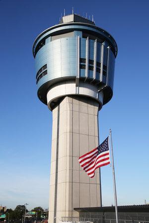 ニューヨークのラ ガーディア エアポート ニューヨーク - 2015 年 10 月 10 日: 航空交通管制