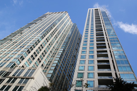 CHICAGO, ILLINOIS - OCTOBER 24, 2015: Modern condominium in downtown Chicago. 新闻类图片