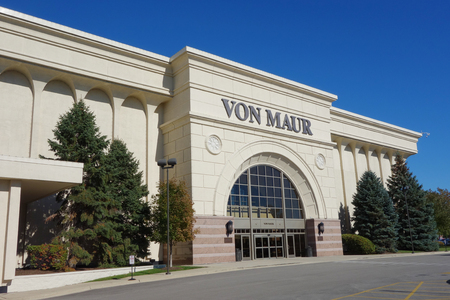 upscale: YORK TOWN, ILLINOIS - OCTOBER 25, 2015: Von Maur store in York Town, Illinois. Von Maur is a upscale department store chain with stores primarily located in the Midwestern United States Editorial