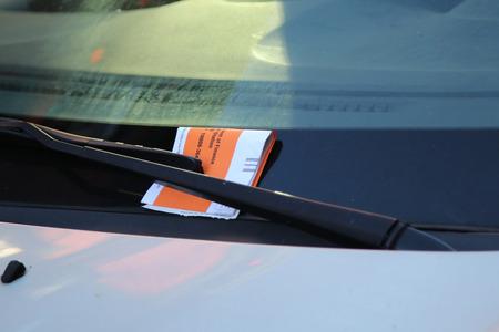 violaci�n: Ilegal Cita Aparcamiento Violaci�n El parabrisas del coche en Nueva York