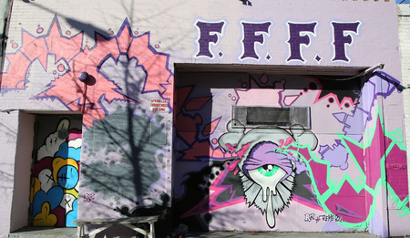 NEW YORK - NOVEMBER 8, 2015: Mural art at East Williamsburg in Brooklyn. Outdoor art gallery known as the Bushwick Collective has most diverse collection of street art in Brooklyn Reklamní fotografie - 48047060