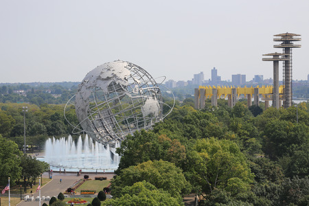 30 s: NEW YORK - AUGUST 30, 2015: 1964 New York World s Fair Unisphere in Flushing Meadows Park. It is the worlds largest global structure, rising 140 feet and weighing 700 000 pounds Editorial