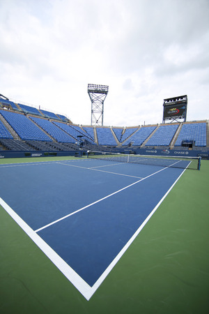 NEW YORK - SEPTEMBER 12, 2015: Louis Armstrong Stadium at the Billie Jean King National Tennis Center during US Open tournament in Flushing, NY 新聞圖片