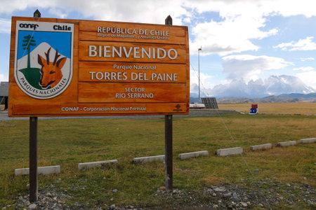 bienvenido: TORRES DEL PAINE, CHILE - APRIL 4, 2015: Sign at the entrance of Torres del Paine National Park, Patagonia, Chile