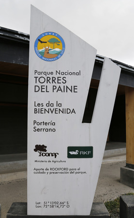 bienvenido: TORRES DEL PAINE, CHILE - APRIL 4, 2015: Sign at the entrance of Torres del Paine National Park, Patagonia, Chile
